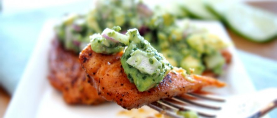 healthy grilled salmon recipe with avocado topping
